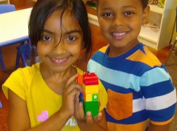 preschoolers with blocks